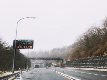 前方下雪注意